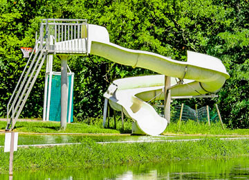 Camping avec espace aquatique pays basque camping avec for Camping au pays basque avec piscine
